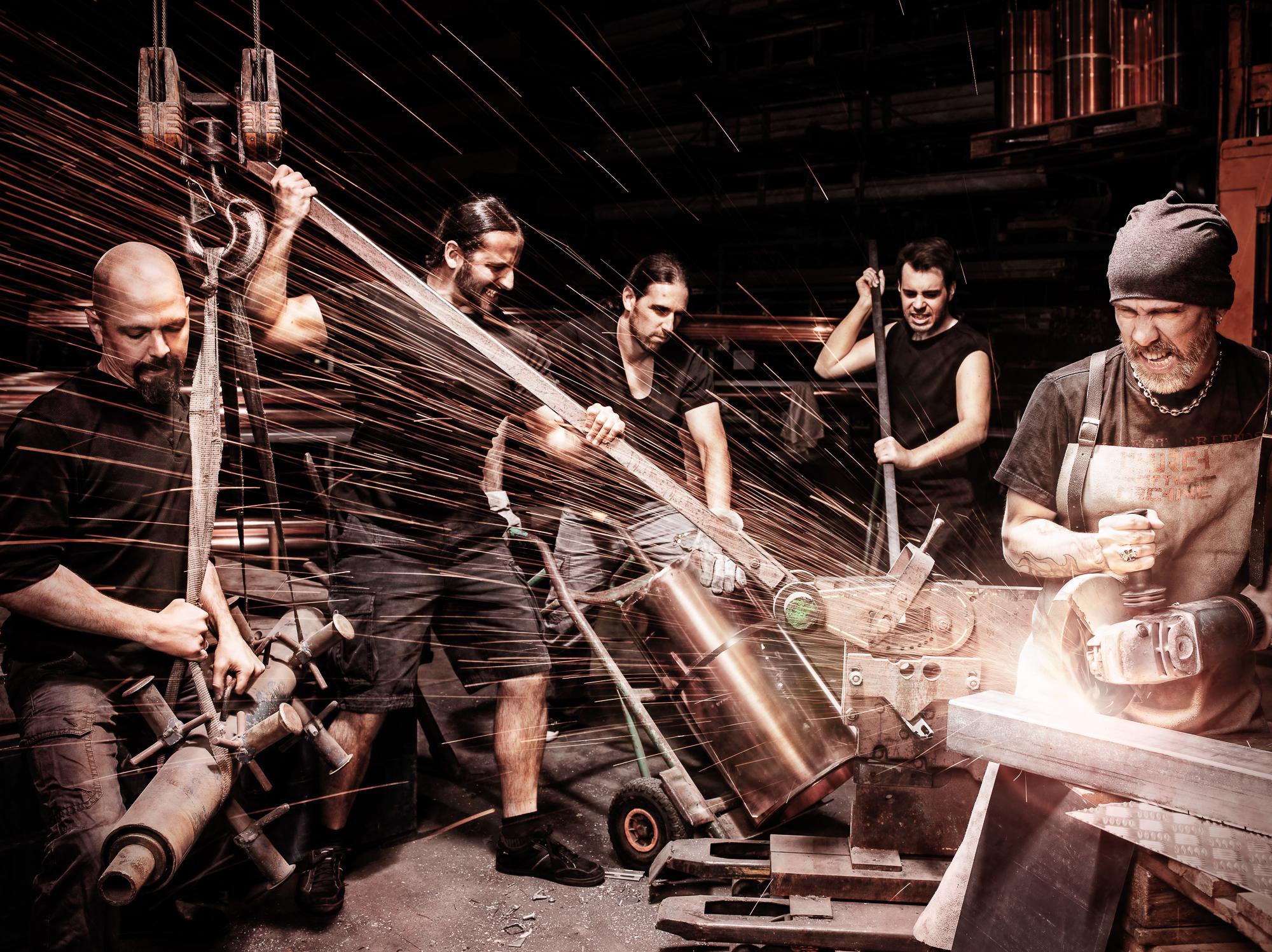 People und Commercial Portfolio Shot mit Lilienstahl am Arbeiten