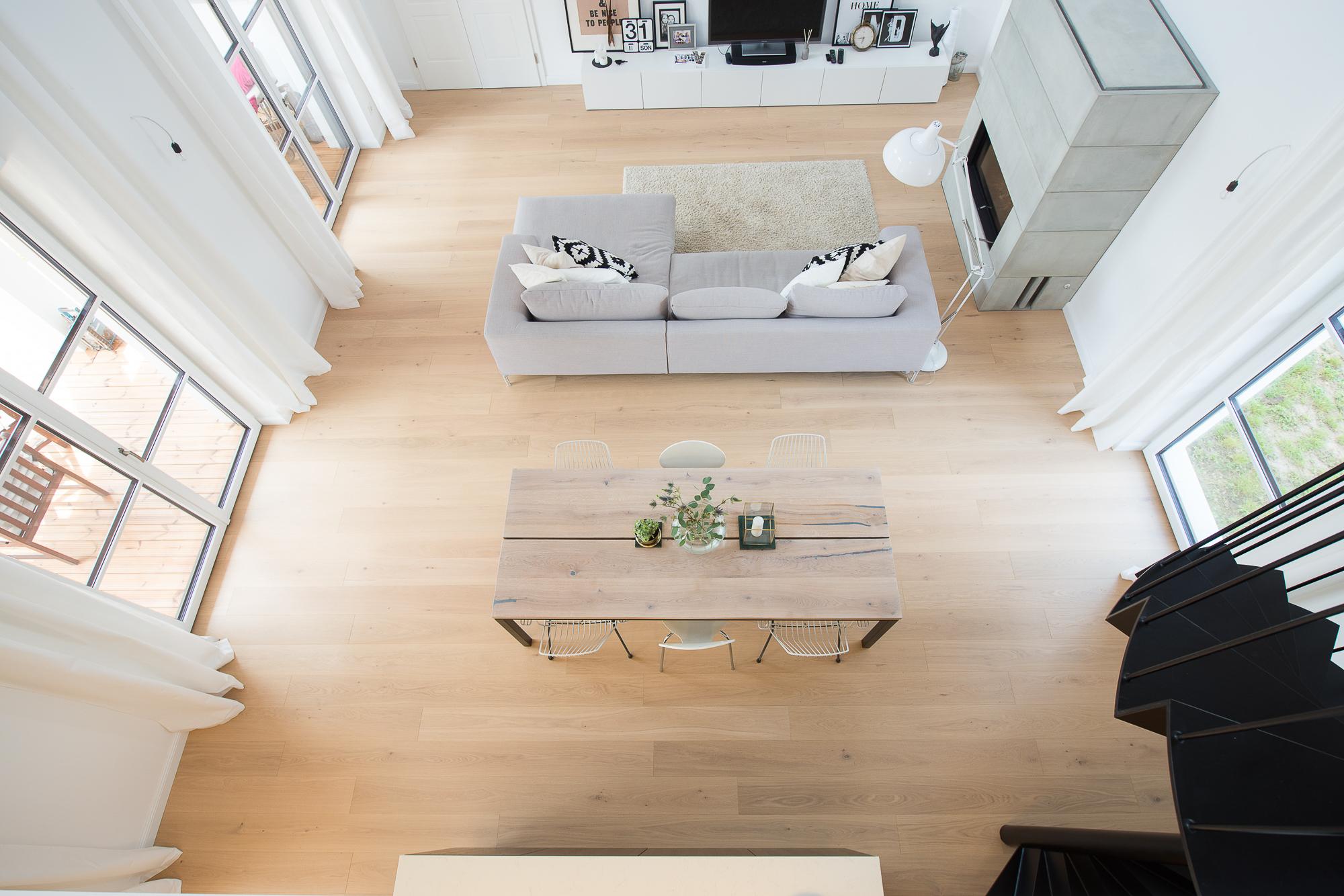 Wohnzimmer-Aufnahme mit Schwab-Tischlerei Möbel